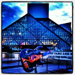 Photo taken at The Rock and Roll Hall of Fame and Museum by PRENTICE on 8/10/2012