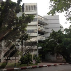 Photo taken at ศูนย์เรียนรวม 3 (Lecture Hall 3) by Mate N. on 7/4/2012