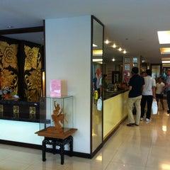 Photo taken at โรงแรมมณีนาราคร (Maninarakorn Hotel) by Anuwat J. on 3/2/2012