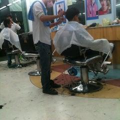 Photo taken at ร้านตัดผมชายเสน่ห์กร2 by Songkwan N. on 8/26/2012