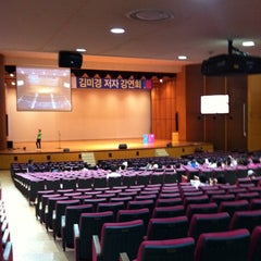 Photo taken at 연세대학교 대강당 (Yonsei University Main Auditorium) by Tae-young S. on 9/15/2011