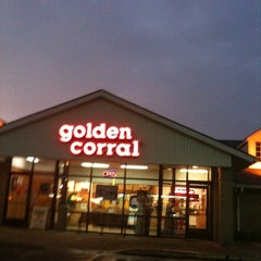Photo taken at Golden Corral by Elizabeth S. on 8/9/2011