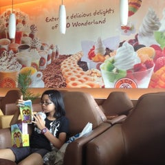 Photo taken at J.Co Donuts & Coffee by Meity Y. on 8/11/2012