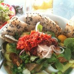 Photo taken at Quan Tam Tam by Kanye M. on 8/20/2012
