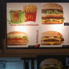 Photo taken at McDonald's by Denisse C. on 12/22/2011