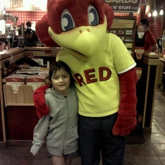 Photo taken at Red Robin Gourmet Burgers by Mariana P. on 1/31/2012