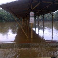 Photo taken at Pemancingan Tambok Lobu by Manerak P. on 4/19/2012