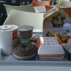 Photo taken at McDonald's by Yolanda M. on 11/26/2011