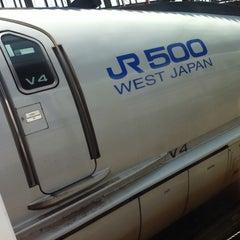 Photo taken at JR新大阪駅 21-22番ホーム by TORU H. on 7/5/2011
