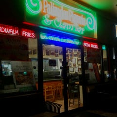 Photo taken at Palisades Pizzeria & Clam Bar by Keith on 10/15/2011