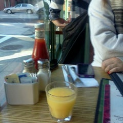 Photo taken at Green Kitchen by Lindsey L. on 1/7/2012