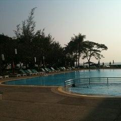 Photo taken at โรงแรมสวนบวกหาด (Beach Garden Hotel Cha-am) by l3aibai  on 1/3/2011