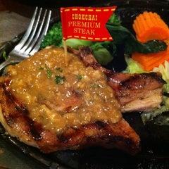 Photo taken at Chokchai Steakhouse (โชคชัยสเต็คเฮาส์) by Aksuda N. on 9/24/2011