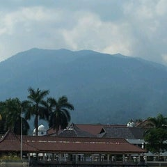 Photo taken at Alun Alun Pandeglang by Budi H. on 11/27/2011