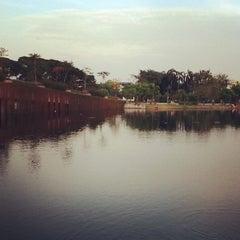 Photo taken at สวนนวมินทร์ภิรมย์ (บึงลำพังพวย) Nawaminphirom Park (Bueng Lam Phang Phuai) by Khemarath C. on 11/14/2011