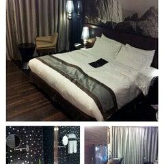 Photo taken at Horizon Hotel by Greenz L. on 6/25/2012