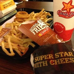 Photo taken at Carl's Jr. by Airil Z. on 7/11/2012