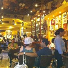 Photo taken at San Agustín. Chocolate y Churros by Luis C. on 4/2/2012