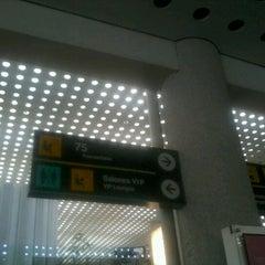 Photo taken at Sala/Gate 75 by Kikin Ga Roto C. on 8/29/2012