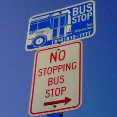 Photo taken at the bee-line system Bus Stop - Park Av & High St (2) by Trevor L. on 2/23/2011
