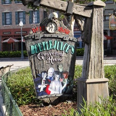Photo taken at Beetlejuice's Graveyard MashUp by Undercover Tourist on 1/20/2012