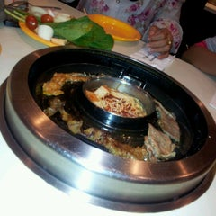 Photo taken at Seoul Garden by Farah Fasha A. on 11/7/2011