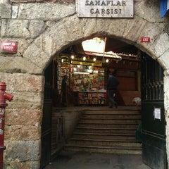 Photo taken at Sahaflar Çarşısı by Süleyman U. on 10/6/2011