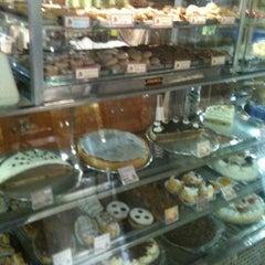 Photo taken at Das Haus Confeitaria Alemã by Ana T. on 10/22/2011