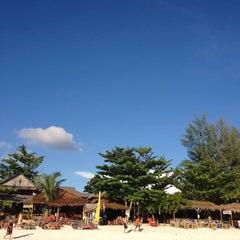 Photo taken at เกาะหลีเป๊ะ (Koh Lipe) by AOMS N. on 1/3/2012