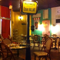 Photo taken at Rue Des Crepes by Lori R. on 10/15/2011