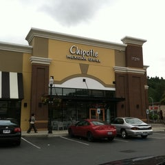 Photo taken at Chipotle Mexican Grill by Jesus Q. on 6/9/2011