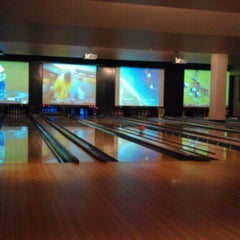 Photo taken at Lucky Strike Phoenix by Gary P. on 9/25/2011