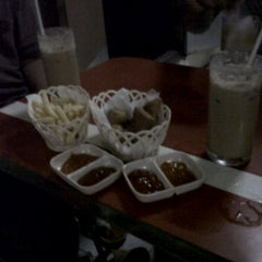 Photo taken at KEDAI KOPI & THE RAWAMANGUN by Mia A. on 6/11/2012