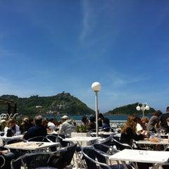Photo taken at Café de La Concha by 2LOVERS D. on 5/16/2012