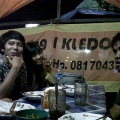 Photo taken at Bakmi dan Nasi Goreng Batas Kota by ratna a. on 9/30/2011