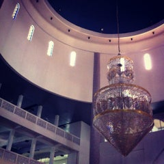Photo taken at Masjid Sultan Ismail by Azrulkamal A. on 8/14/2012