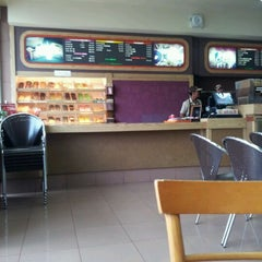 Photo taken at Dunkin Donuts by Fiannus K. on 2/22/2012