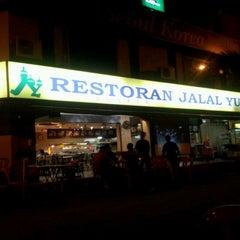 Photo taken at Restoran Jalal Yusof by Dedi Satria N. on 9/28/2011