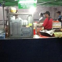 Photo taken at Black & White Burger by Penarik B. on 6/8/2012