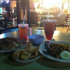 Photo taken at Restoran Anjung by raed .. on 2/23/2012