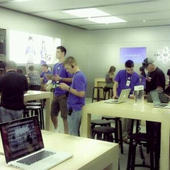 Photo taken at Apple Store, Bridge Street by Marian S. on 8/2/2012