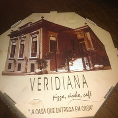 Photo taken at Veridiana Pizzaria by Gui L. on 2/26/2012