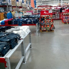 Photo taken at Sam's Club by Marco Antonio G. on 6/13/2012
