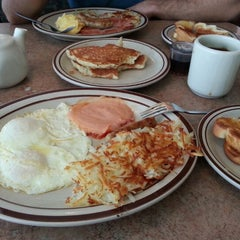 Photo taken at Denny's by Nao M. on 8/22/2012