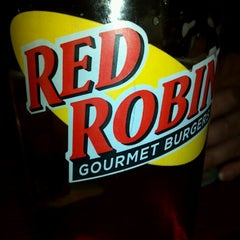 Photo taken at Red Robin Gourmet Burgers by Sara🌸 on 11/19/2011