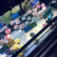 Photo taken at Goodovening Cupcake by Jung L. on 8/22/2012