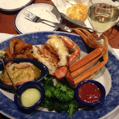 Photo taken at Red Lobster by Time Killer on 4/26/2012