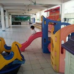 Photo taken at โรงเรียนพร้อมพรรณวิทยา by Tussanee K. on 11/28/2011