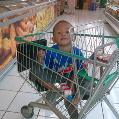 Photo taken at Giant Hypermarket by sofwan e. on 8/27/2012