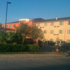 Photo taken at Courtyard by Marriott by Rene P. on 10/26/2011